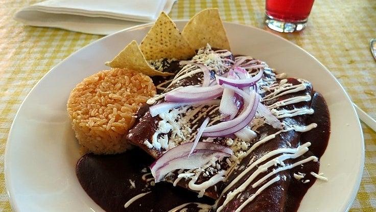 800px Enchilada With Mole Pobl