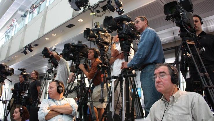 advantages-disadvantages-mass-media