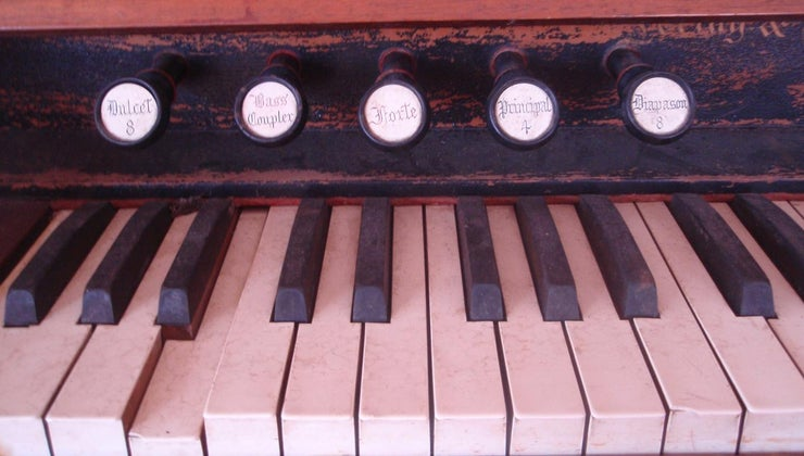 antique-pump-organ-worth