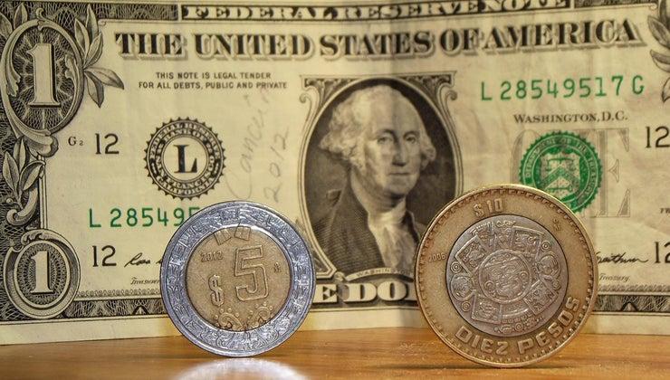 banks-exchange-pesos-dollars