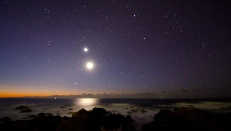 bright-star-under-moon