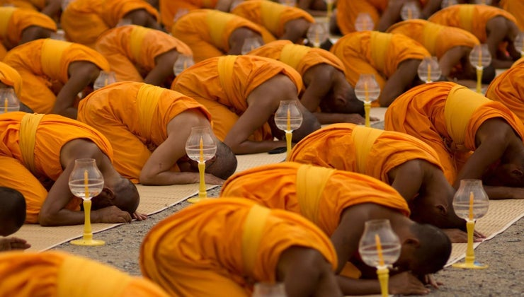 buddhists-wear-orange-robes