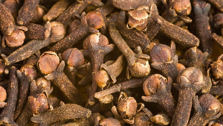 can-eat-whole-cloves