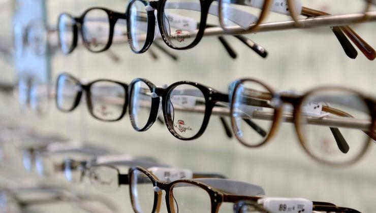 can-eyeglasses-hour