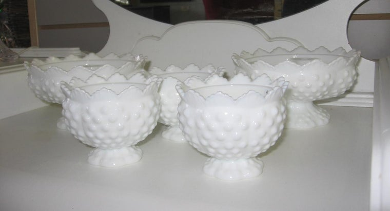 can-price-guide-fenton-antique-glass