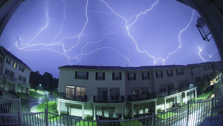can-struck-lightning-through-window