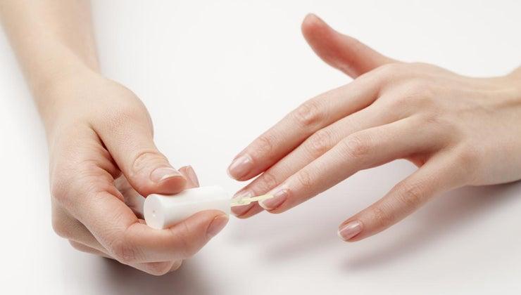 causes-black-lines-fingernails
