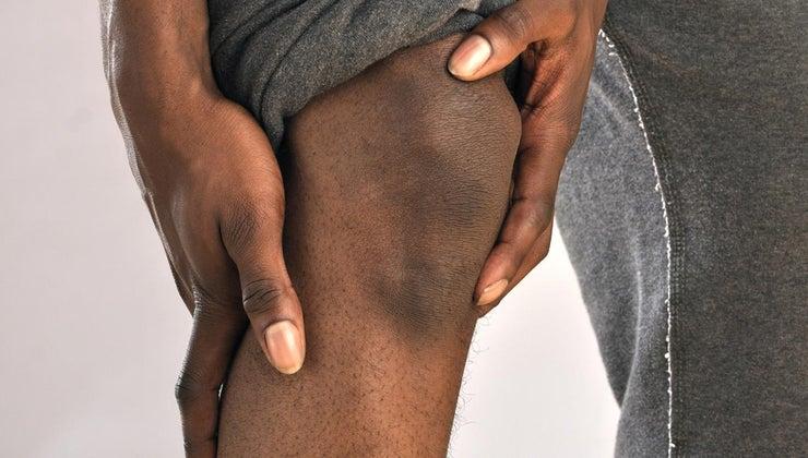 causes-stabbing-pain-knee-cap