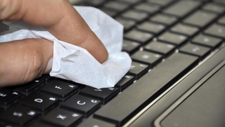clean-computer-keyboard