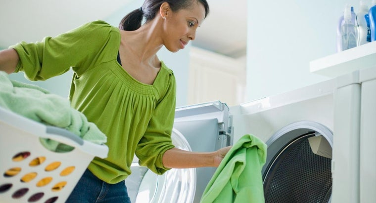 clean-washing-machine-leaving-residue-clothes