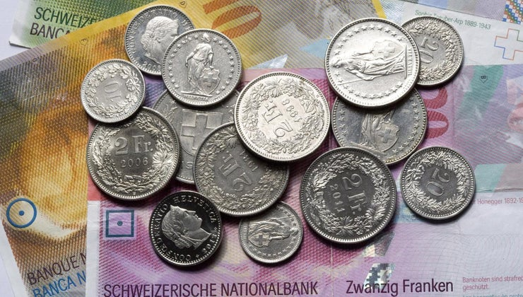 currency-people-use-switzerland