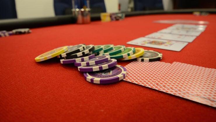 deal-poker-left-right