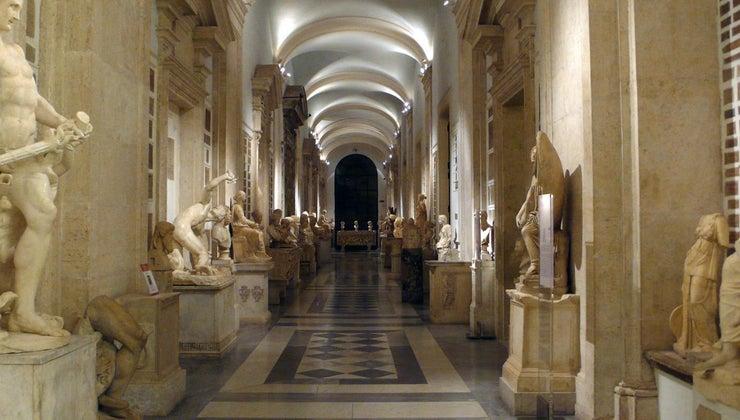 difference-between-greek-roman-mythology
