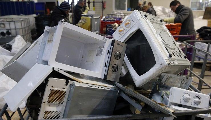 dispose-broken-microwave