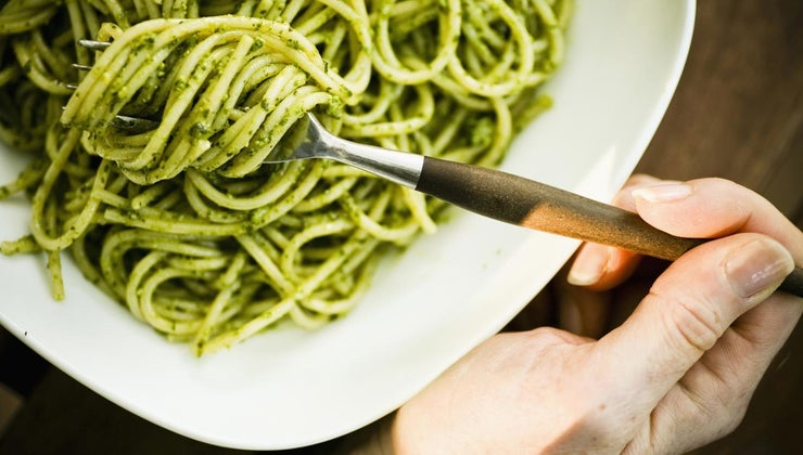 easy-recipe-pesto-using-dried-basil