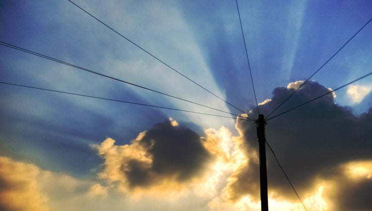 electricity-travel-through-wires