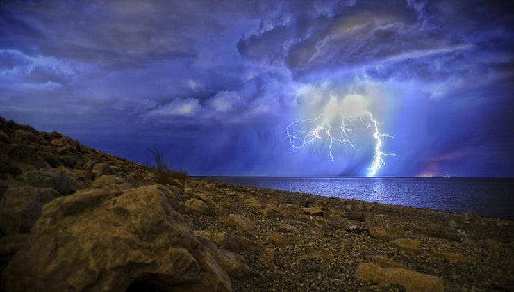far-can-lightning-travel-water