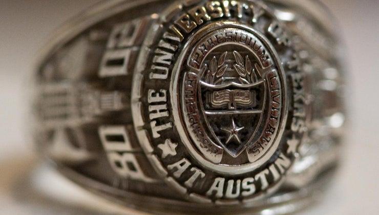 finger-wear-class-ring
