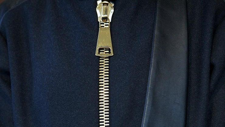 fix-zipper-stuck-fabric