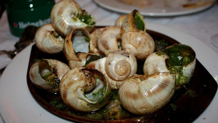 french-people-eat-snails