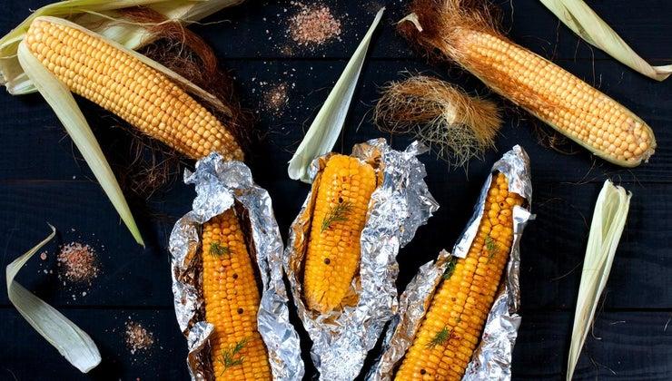 grill-corn-cob-aluminum-foil