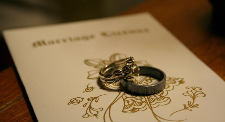 hand-woman-wear-her-wedding-ring