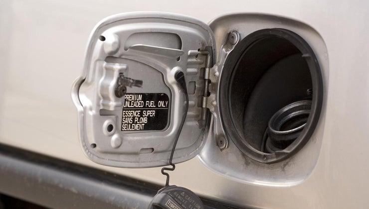 happens-put-antifreeze-gas-tank