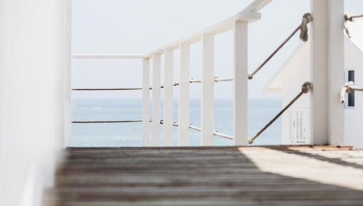 high-should-deck-railing