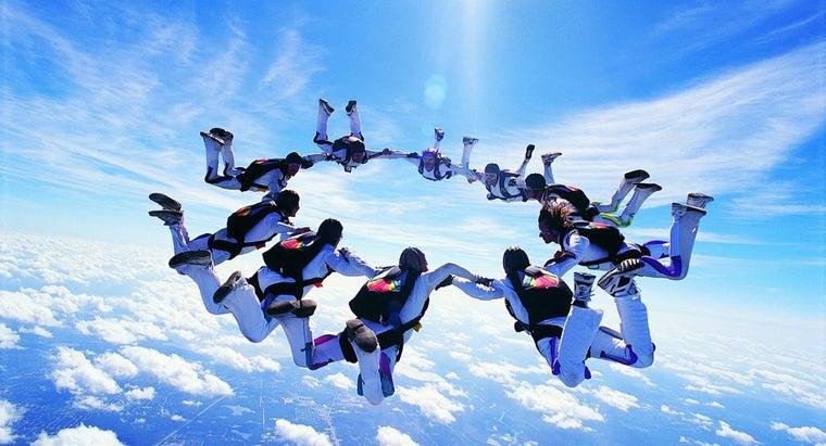 many-people-die-year-skydiving