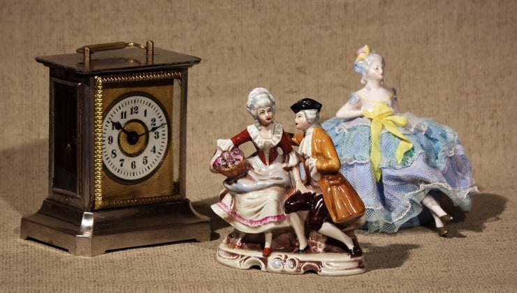 identify-antique-porcelain-figurines