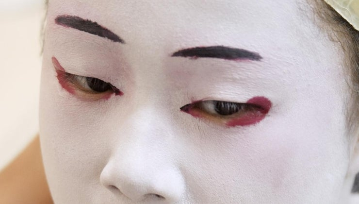 japanese-women-paint-faces-white