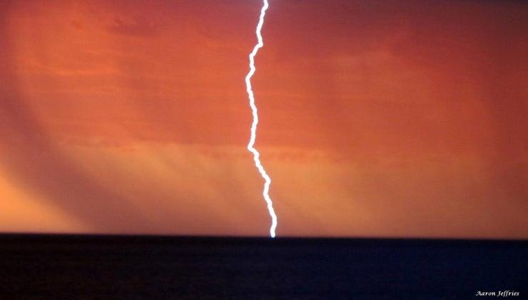 lightning-make-noise