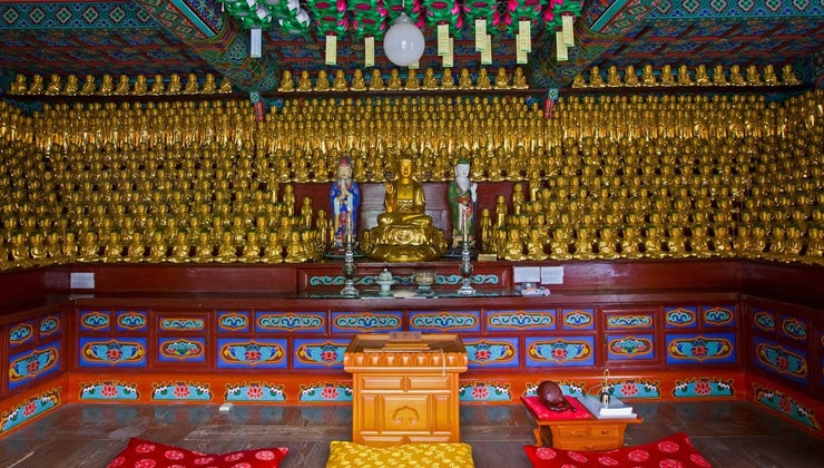 look-like-inside-buddhist-temple