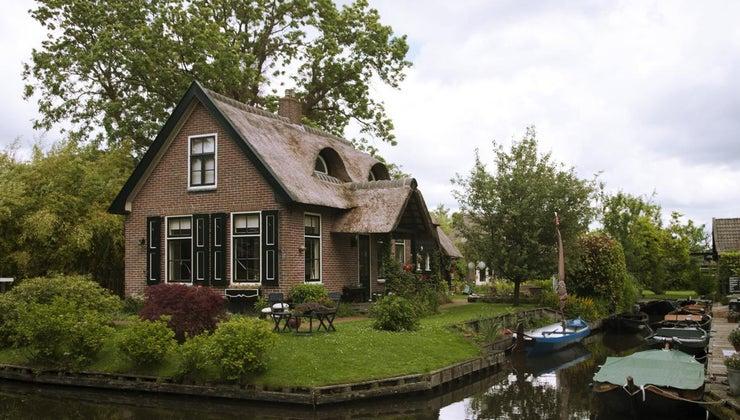 many-bricks-average-house