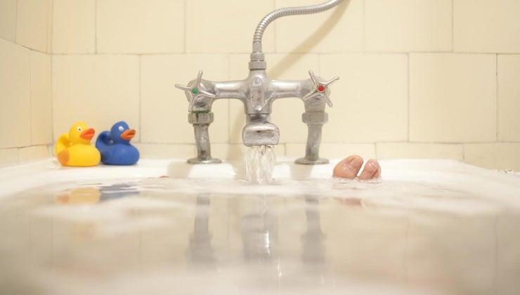 many-gallons-standard-bathtub