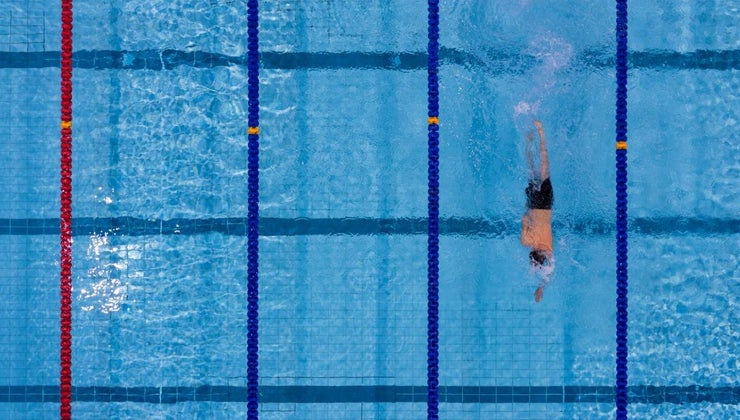 many-laps-400-meters-pool