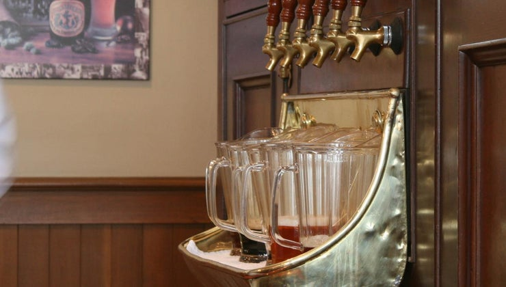 many-ounces-standard-pitcher-beer
