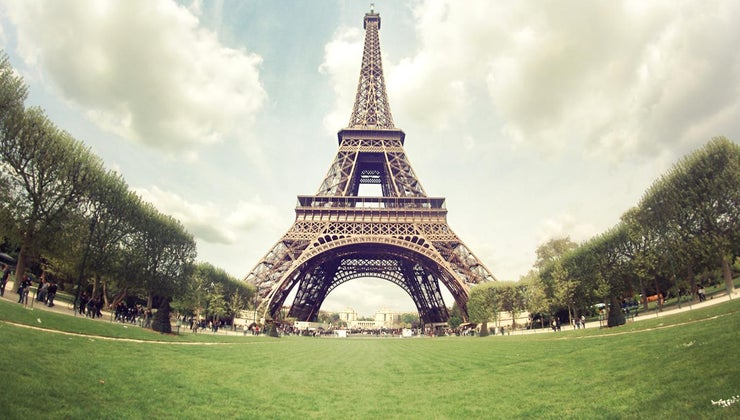 many-people-visit-eiffel-tower-year