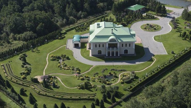 many-square-feet-mansion