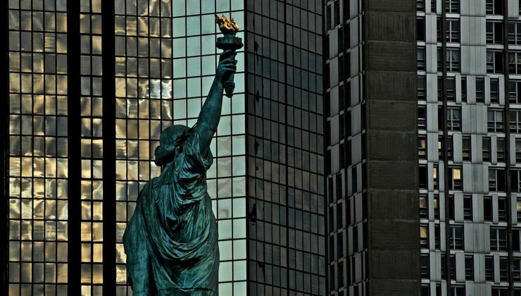 many-statues-liberty-world