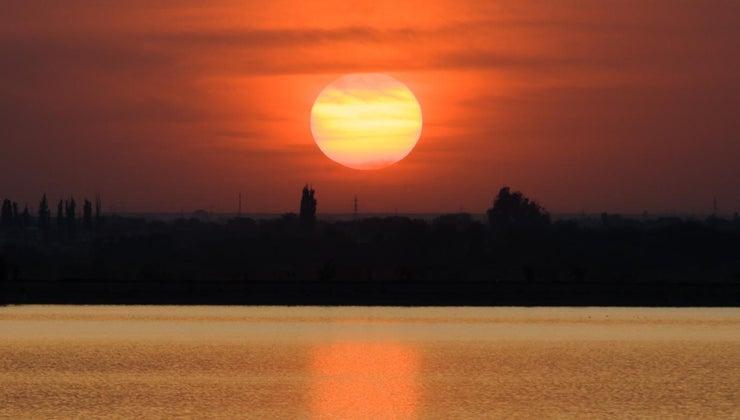 many-times-bigger-sun-earth