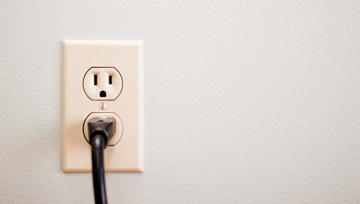 many-volts-wall-outlet
