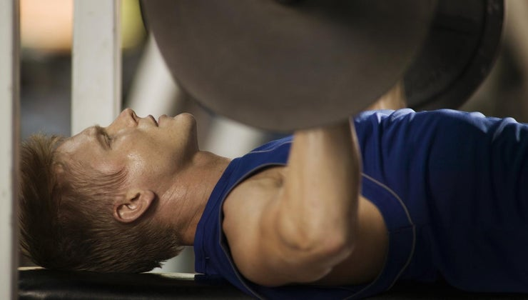much-should-man-able-bench-press-based-his-body-weight