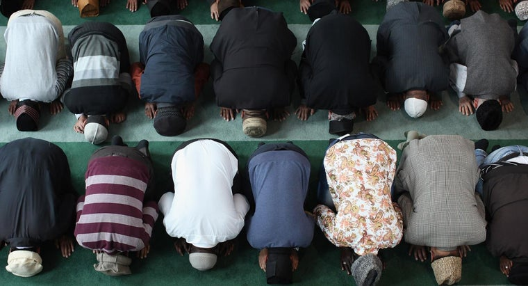 muslims-pray-five-times-day