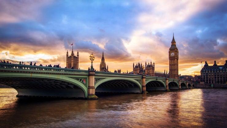 name-river-flows-through-london