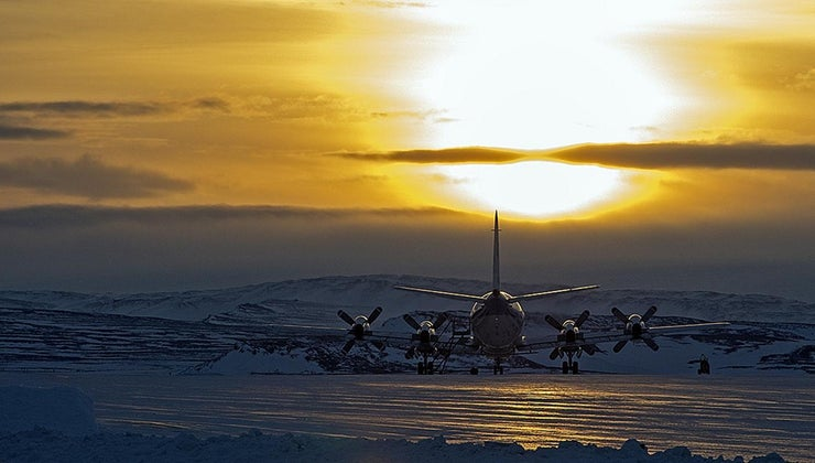 people-want-visit-antarctica