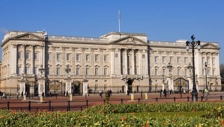 queen-buckingham-palace