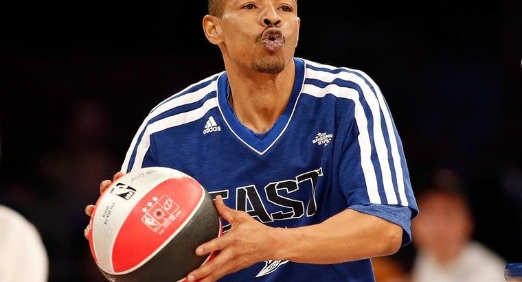 shortest-person-dunk-basketball