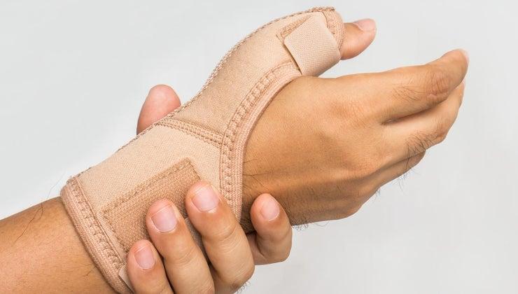 signs-symptoms-pinched-nerve-leg-back