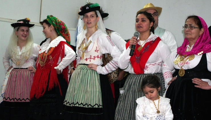 traditional-portuguese-clothing